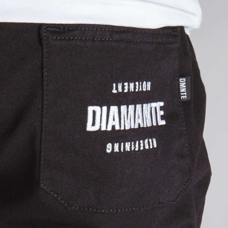 Diamante Wear logo na spodniach