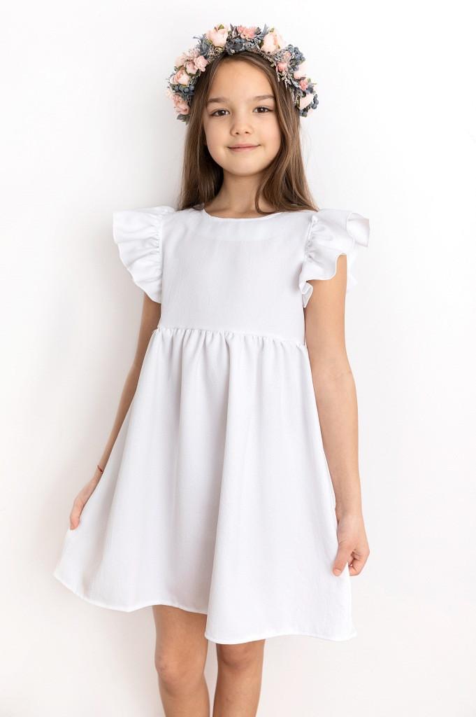 Białe sukienki dla dziewczynki ubiorą dosonale